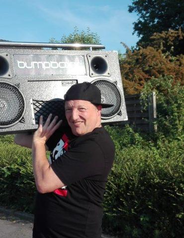 Maximilian Spohr mit Radio
